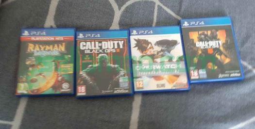 PS4 etat neuf+ manette + dock chargeur + 4 jeux
